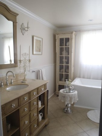 Daisy Hill Bed and Breakfast: bathroom