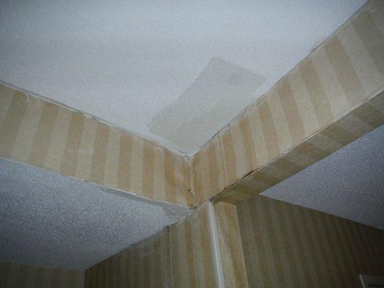 Ramada Groton: Hallway ceiling... one of many examples