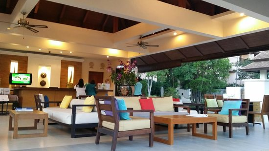 Aonang Cliff Beach Resort : Hotel lobby