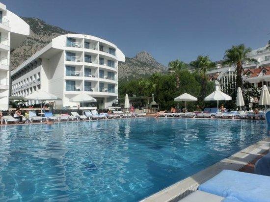 Ring Beach Hotel : Отель, бассейн