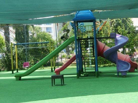 Ring Beach Hotel : Детская площадка