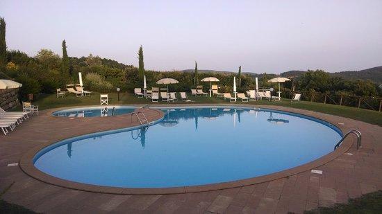 Tenuta Quadrifoglio: Larger pool area