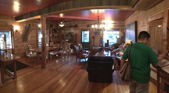 Pine Valley Lodge : Lodge main room