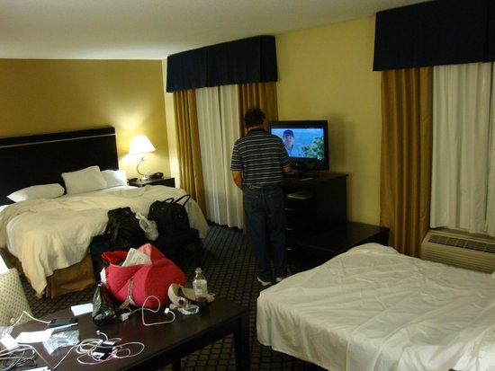 Hampton Inn & Suites Jacksonville South - Bartram Park: Hampton Inn & Suites Jacksonville - Bartram Park; TV rotates to either side