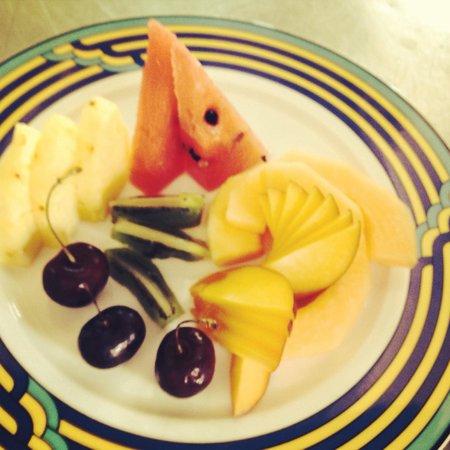 Grand Hotel Ortigia: Tagliata di frutta fresca di stagione
