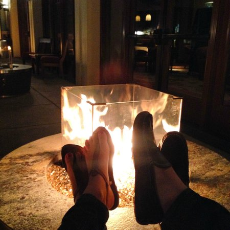 Four Seasons Resort and Residences Vail: drinks on the patio