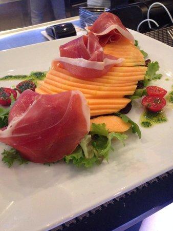 Le Bacchus : Salade Melon parme du bacchus. Copieuse contrairement a certains commentaires, avec des produits