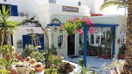 Hermes Hotel: Hotel Entrance