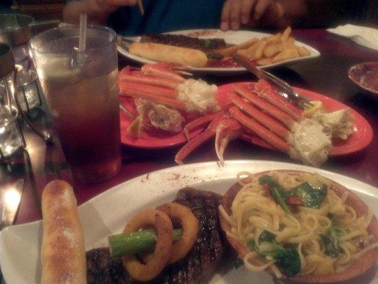 Florida's Seafood Bar & Grill : Sirloin & Crab Legs Spinach Pasta