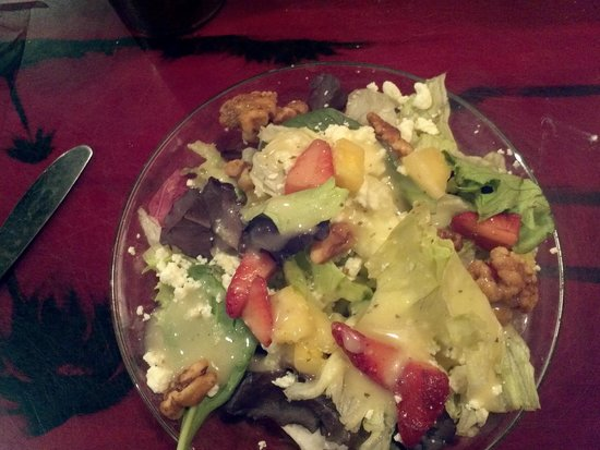 Florida's Seafood Bar & Grill: Summer Salad with Fruit & Candied Nuts