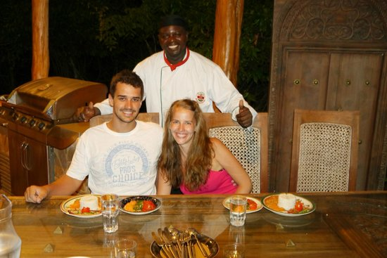Kitu Kidogo Cottages : our chef and we =o)
