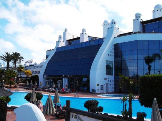 H10 Timanfaya Palace: Rear view of hotel