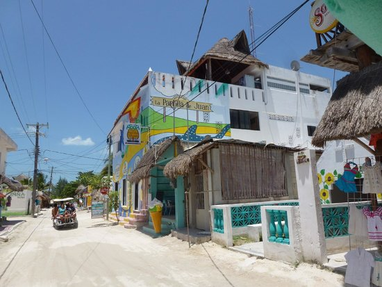 La Parrilla De Juan Holbox: Edificio del restaurante