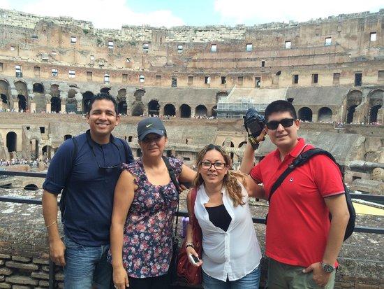 Colosseum: Coliseo Romano con la familia