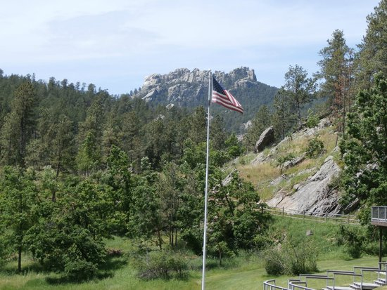 K Bar S Lodge: View of Mt. Rushmore from the lobby.