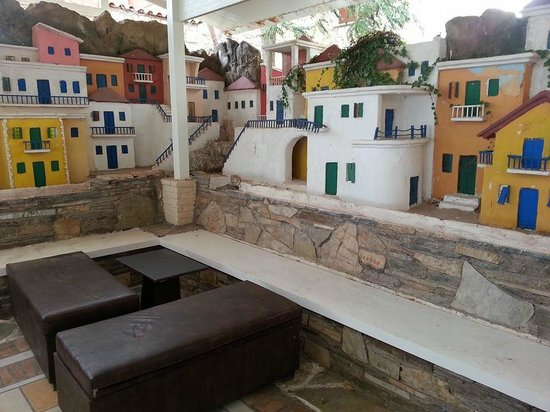 Banana beach bar: Little village along the wall in outdoor/indoor club area. Something to see!!!