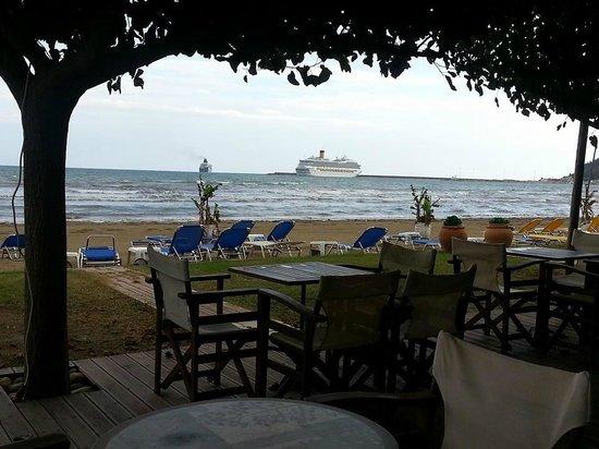 Banana beach bar: Prime Location and View