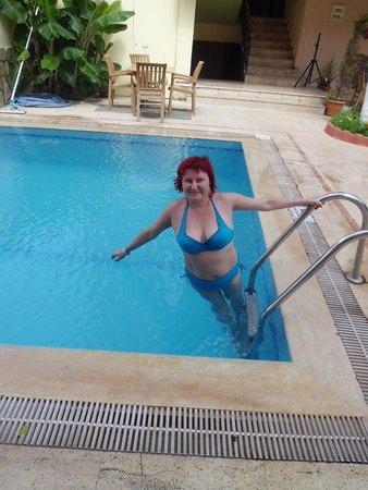 Sefikbey Hotel : В бассейне