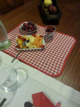 Casalino, Italy: Frutta appena colta!
