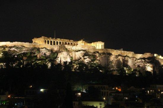Plaka Hotel: Vista de Noche sobre la terraza