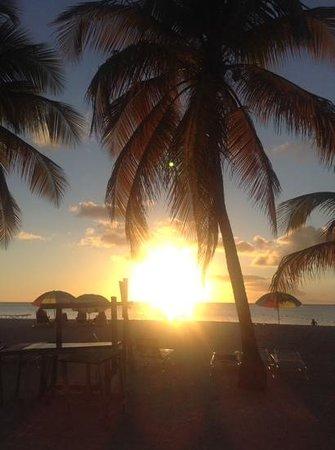 Jolly Beach Resort & Spa: sunset at beach bar