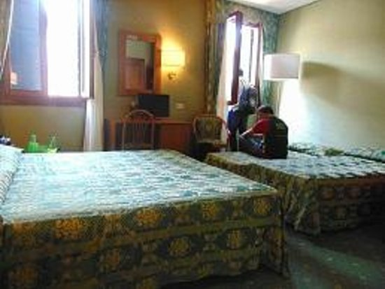 Hotel Spagna: hotel room (quadruple)