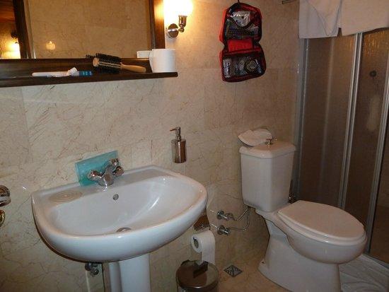 Old Greek House Restaurant and Hotel: Bathroom