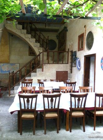 Old Greek House Restaurant and Hotel: Dining room