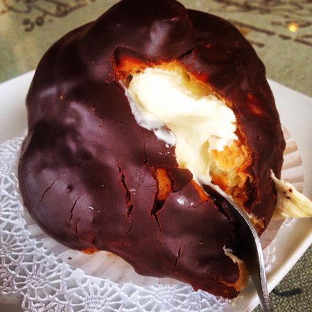 Well Bred Bakery & Cafe: The Petit Mountain Eclair
