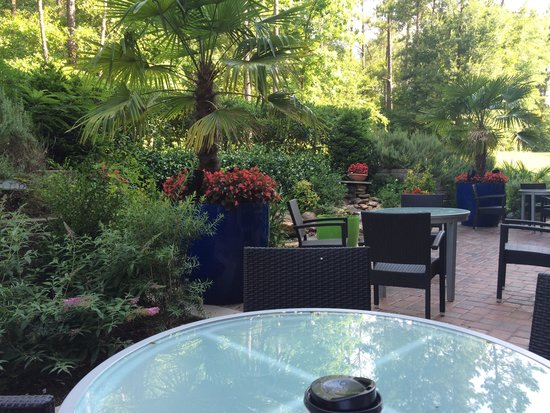 Fairfield Inn & Suites Columbia Northeast: back patio