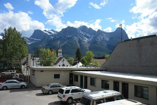 Bow Valley Motel: View from our Balcony
