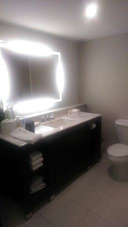 The Condado Plaza Hilton: Bathroom