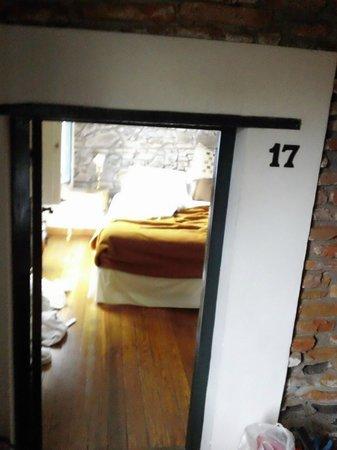Posada Plaza Mayor: habitacion con puerta bajita!