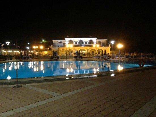 Sheraton Club des Pins Resort : Nächtliche Poollandschaft
