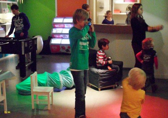 Leuk: De speelkelder voor de jeugd .