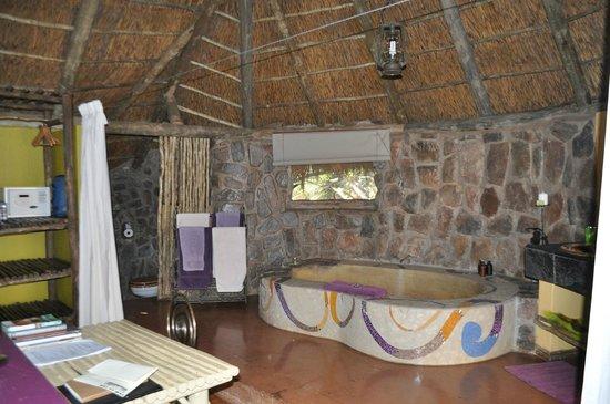 Jaci's Safari Lodge: Badezimmer