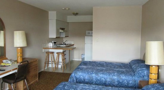 Taylor, Canada : View of kitchenette