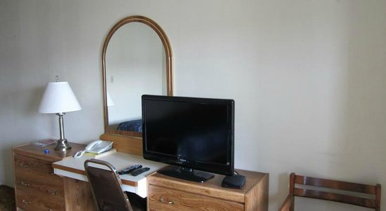 Taylor, Canada : Dresser and TV