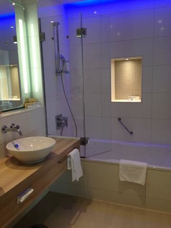 Steigenberger Conti-Hansa: Bathroom