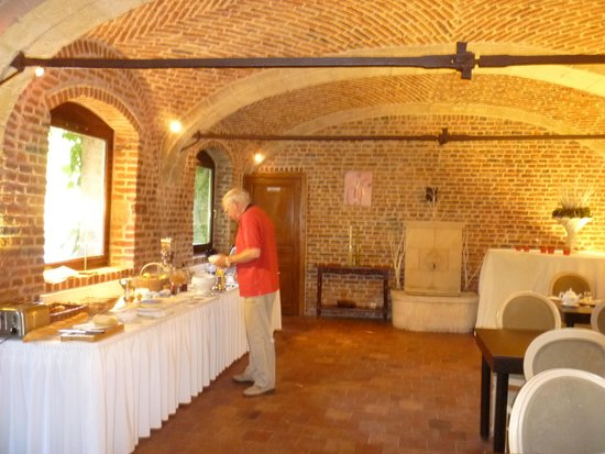 La Gentilhommiere : Stable restaurant (with stone manger)