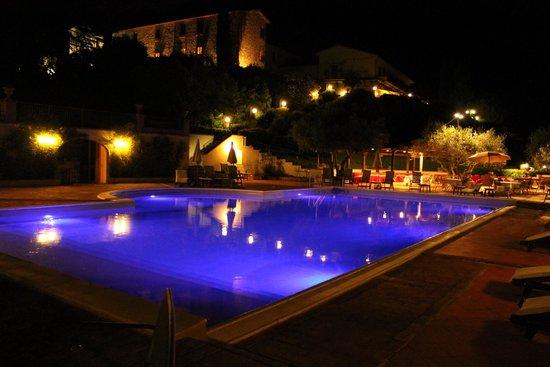 Hotel Bramante: Foto di sera dalla piscina