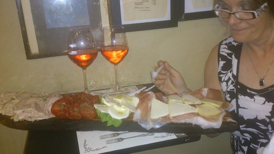 La Prosciutteria Firenze : Our meat and cheese platter and some lovely house rose