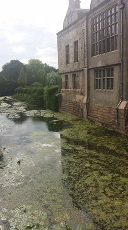 Coombe Abbey Hotel: moat