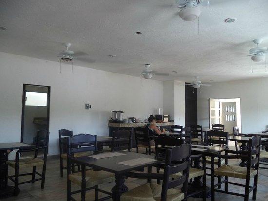 Nina Hotel: комната для завтрака