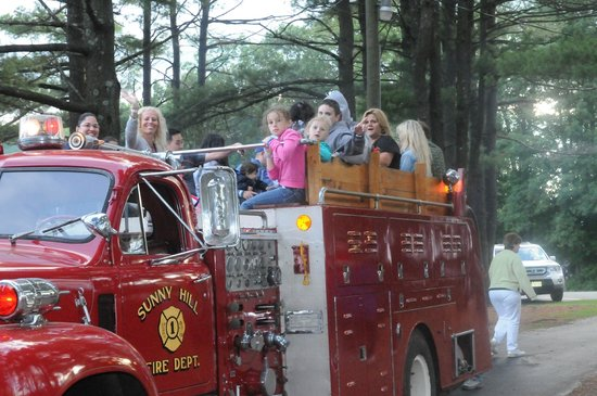 Sunny Hill Resort and Golf Course : Firetruck