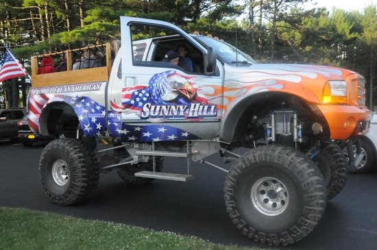 Sunny Hill Resort and Golf Course : Monster Truck
