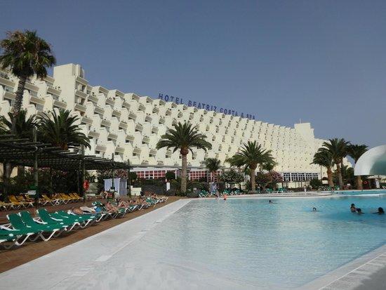 Hotel Beatriz Costa & Spa: Vista desde la piscina