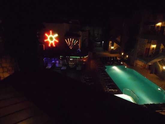 Green House Apart Hotel: the pool at night