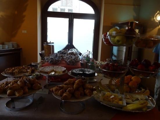 Antico Hotel Roma 1880: Breakfast
