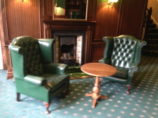 Fownes Hotel: The library must have been a lovely room at some time in the past